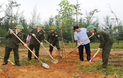 Chi cục Kiểm lâm tổ chức trồng cây hưởng ứng ngày Lâm nghiệp Việt Nam
